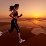 Futókép:egyenes testtartás, előre néző tekintet, karok alig mozdulnak előre