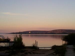 Hajnal a Balaton partján