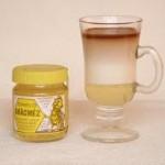Reggeli napindító tejeskávé mézzel édesítve