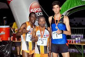 A győztesek, a kenyai futók mögött a magyar célbaérő!