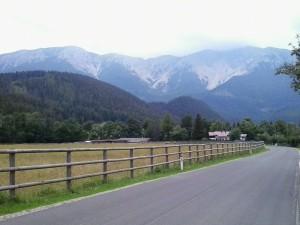 Hatalmas, 2000 méter fölé nyúló hegycsúcsokkal a Schneeberg