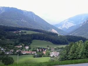 """Rax hegyei, Schneeberg """"mögött"""", magaslatok és zöldellő táj mindenfelé, s persze hegyi levegő és szél..."""