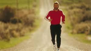 Hosszan elnyúló emelkedő, koncentrálj a légzésedre és a könnyed lépésekre!
