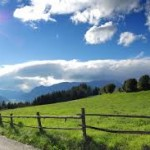 Alpesi táj, zöld és lankák-hegyek amerre a szem ellát