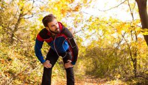 Laufen in Herbstwald